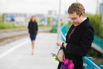 כדאי מאוד שתתאהב בה. רווק מחכה להגדיל את מנת המשכל (צילום: Dmitriy Shironosov/shutterstock)