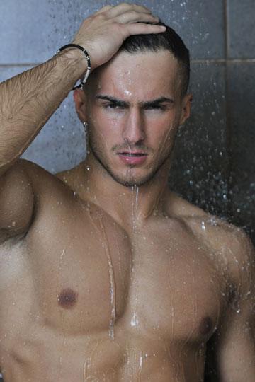 בשלב ראשון תתקלח. אחר כך נדבר (צילום: Benis-Arapovic/shutterstock)