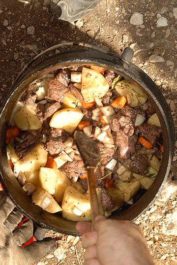 תבשיל גורמה בבועת פלדה. ביף בורגיניון (צילום: ליאור צאליק)