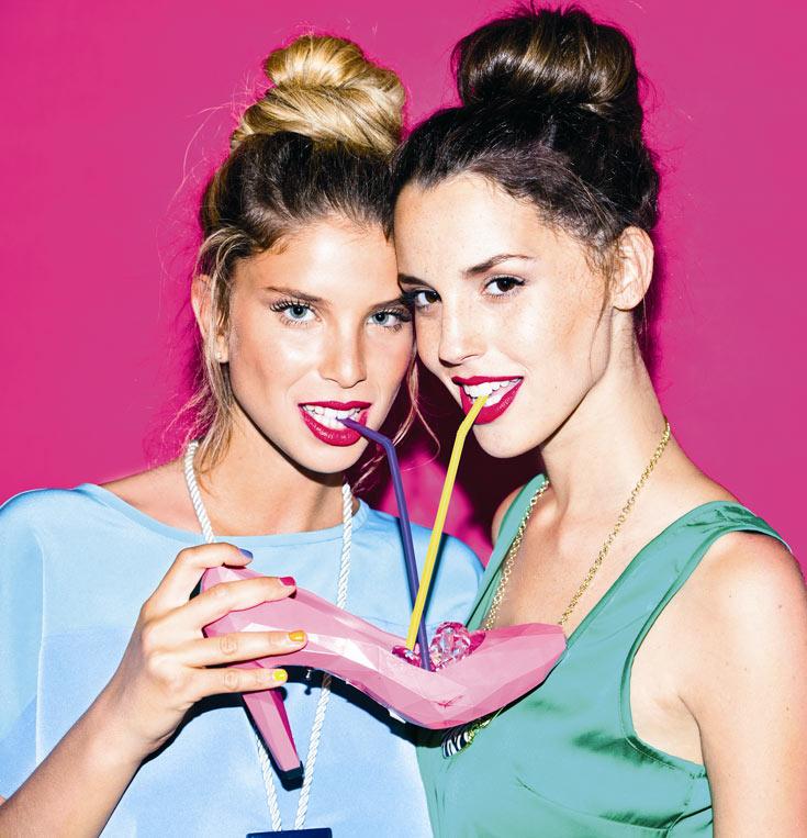 ירדן: שמלה: בוניטה, שרשרת: גולף. לירן: חולצה: comme il faut, חצאית: זארה, שרשרת: H&M (צילום: ליאור נורדמן)