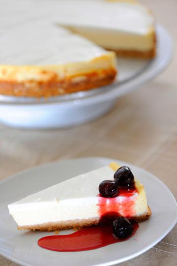 השילוב המושלם: עוגת גבינה עם דובדבנים איטלקיים (צילום: דודו אזולאי)