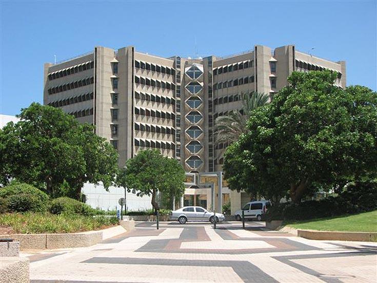 מעבודותיו של אריה שרון: בית הספר לרפואה באוניברסיטת תל אביב, רמת אביב (צילום: מיכאל יעקובסון )