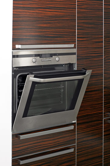 תנו לעוגה להתקרר בתנור, כשהדלת קצת פתוחה (צילום: shutterstock)