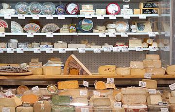 500 גבינות מכל העולם. פרומז'רי לגעת באוכל (צילום: שי בן אפרים)