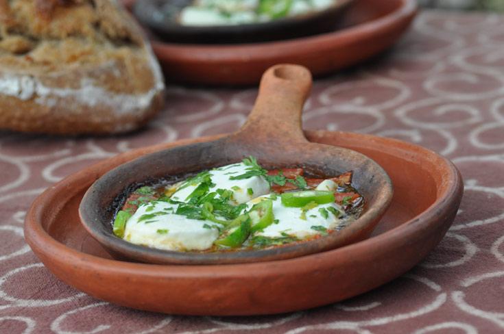 """תבשיל גבינת עזים ועגבניות של דליה מ""""חלב עם הרוח"""" (צילום: יפית בשבקין)"""