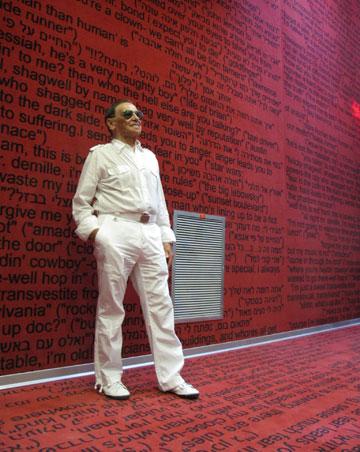 האדריכל, סלו הרשמן, באולם האדום. חוזר לחוויית הקולנוע הראשונה בחייו (צילום: מיכאל יעקבסון)