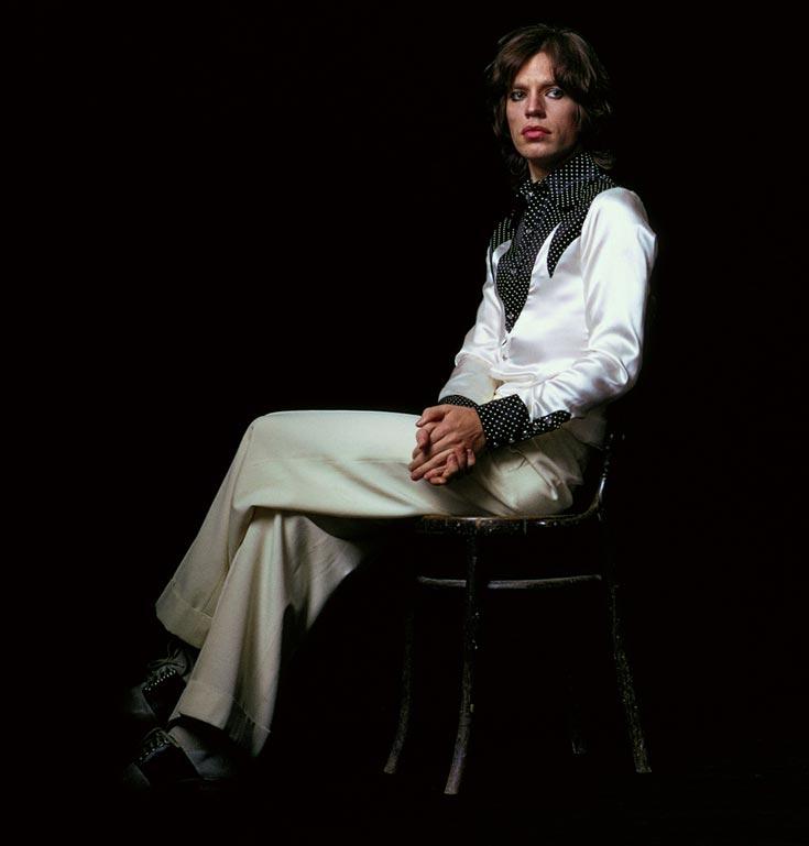 מיק ג'אגר, 1973. מראה אנדרוגיני המוכיח שגבריות לא נמדדת רק במסה של שרירים (צילום: Jean-Marie Perier)