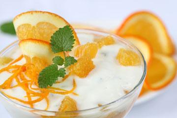 תפוזים ויוגורט לקרצוף הפנים (צילום: thinkstock)
