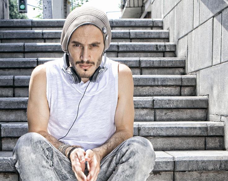 """""""אני מעדיף שאנשים ישמעו וידברו על השירים שלי ולא עלי"""". נתן גושן (צילום: כפיר חרבי)"""