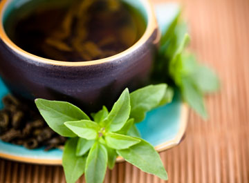 תה ירוק מכיל קפאין טבעי שיעיר אתכם ברגעים קשים (צילום: thinkstock)