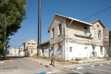 אחד המבנים שיעברו שימור במפקדת העורף (צילום: טל ניסים)