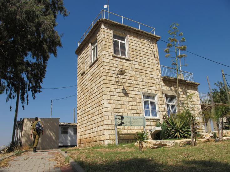 בשיתוף פעולה עם המועצה שימור אתרים, נערכים סקרים במתקנים צבאיים שמכילים מבנים היסטוריים. מחנה רחבעם, השבוע (צילום: מיכאל יעקובסון )