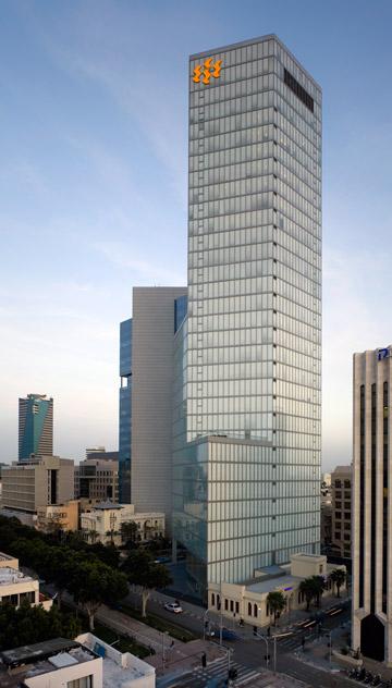 המגדל והעיר (צילום: עמית גרון)