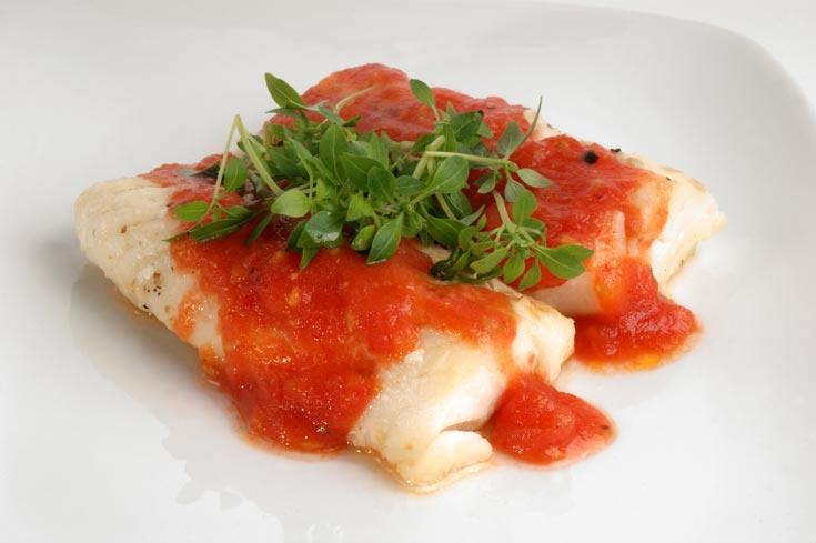 פילה דג ברוטב עגבניות (צילום: thinkstock)