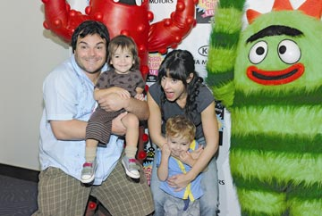 מוצא שלווה רק עם המשפחה. בלאק עם אשתו והילדים (צילום: gettyimages)