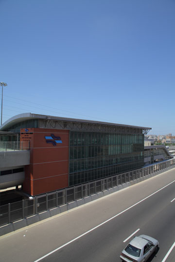 תחנת ראשון מערב, מחלף משה דיין. וילונות חשמליים נגד השמש (צילום: אמית הרמן)