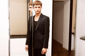 ורסאצ'ה ל-H&M. בגדים מחויטים לגברים