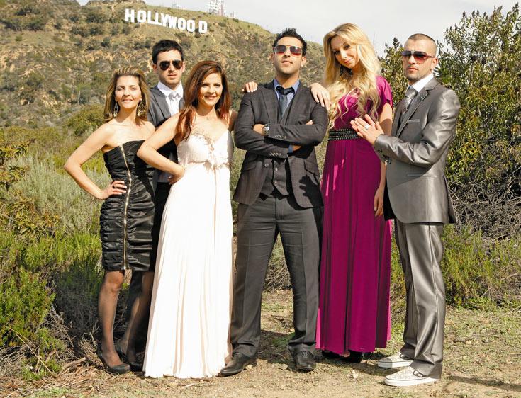 """חבורה צבעונית במיוחד. כוכבי """"חי ב-LA LA לנד"""" (צילום: Hc Van Urfalian)"""