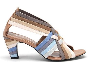 יונייטד ניוד באלמביקה. 30 אחוז הנחה על נעליים (צילום: ניר יפה)