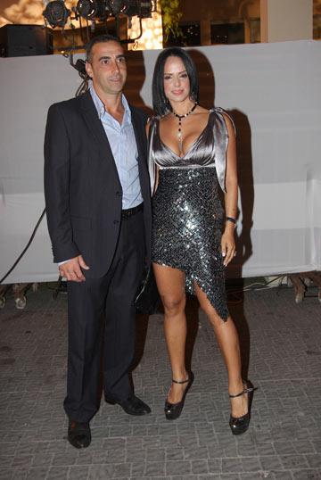 לא אוהב את החשיפה. אירית ובעלה לירון בסיס (צילום: ענת  מוסברג)