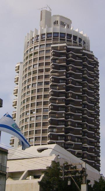 מגדל דיזינגוף, שתכנן בשנות ה-80. תופעת מגדלי המגורים היא ''דבר דוחה מבחינה חברתית'', הוא אומר היום (צילום: Itayba cc)