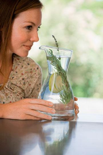 שתו מים וחליטות צמחים (צילום: thinkstock)