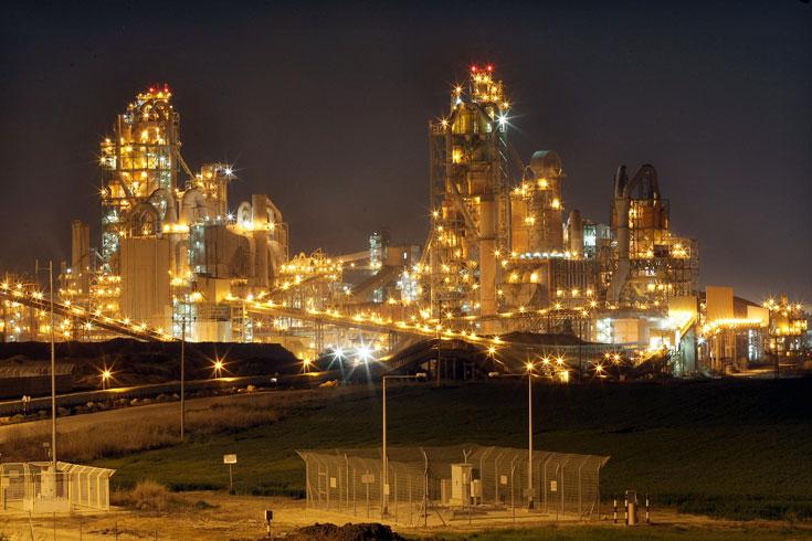מפעל נשר. מופע אור-קולי וסיור בין תנורי ענק (צילום: טל שחר)