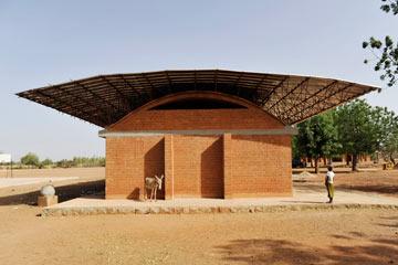 אחד המבנים במבט מהצד (צילום: Erik-Jan Ouwerkerk)