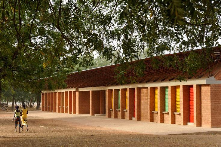 שלוש כיתות, חדר מורים וכיתת מחשבים  - זהו כל בית הספר  (צילום: Erik-Jan Ouwerkerk)