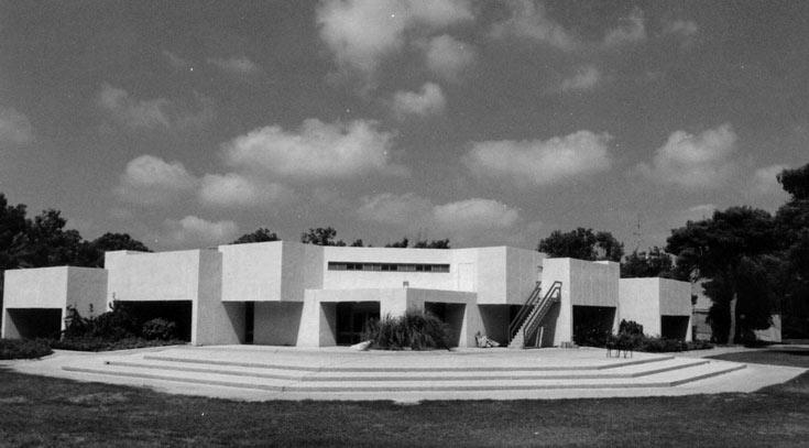 חדר האוכל בעין המפרץ, בתכנון חיליק ערד, שנות ה-70. שכלול של המודל שהמציא מסטצ'קין (באדיבות: אוסף פרדי כהנא)