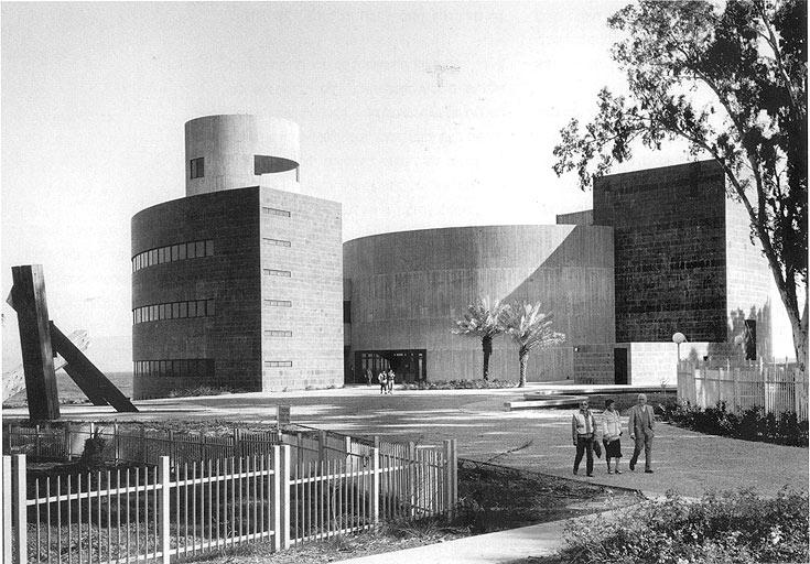 ''בית אלון'' בגינוסר, בתכנון חנן הברון, 1981. שילוב נהדר ואינטלקטואלי של צורות (באדיבות: אוסף פרדי כהנא)
