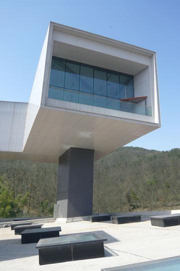 המוזיאון בנאנג'ינג. במבוק עורבב בבטון, כדי להוסיף אלמנט בוטני לחומר עירוני (באדיבות קבוצת 'נגב')