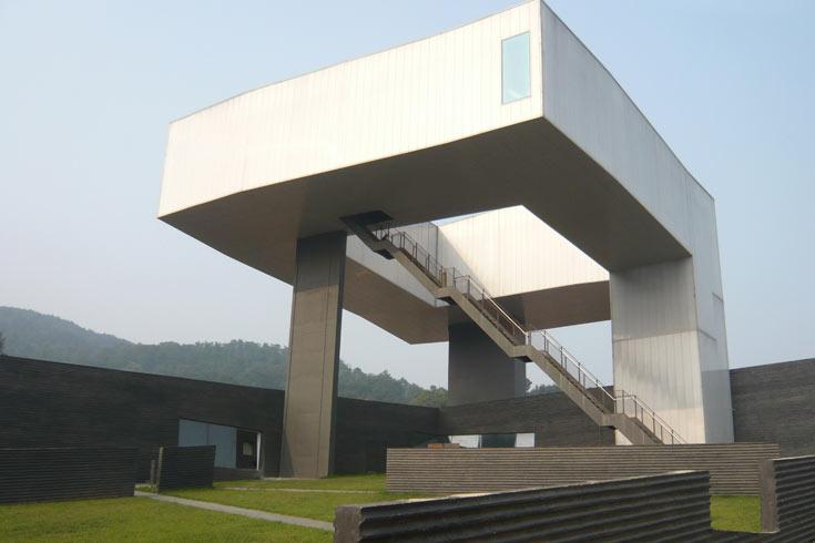 מוזיאון סיפאן ננג'ינג בסין, בתכנונו של סטיבן הול. האדריכל ניגש להתמודדות יחד עם אסף לרמן, שהיה מועמד לפרס רכטר השנה (באדיבות קבוצת 'נגב')