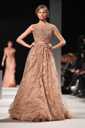 שמלה של אלי סאאב. תצוגת הוט קוטור לקיץ 2011 (צילום: gettyimages)