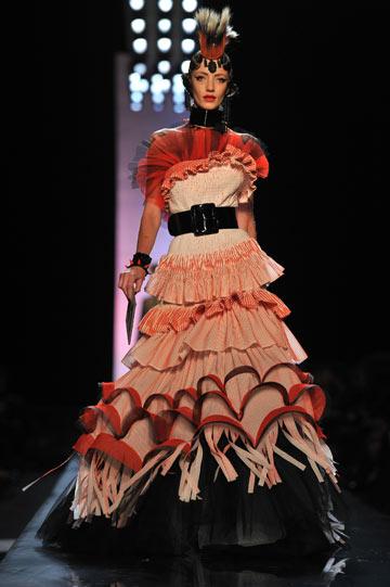 שמלה של ז'אן פול גוטייה. תצוגת הוט קוטור לקיץ 2011 (צילום: gettyimages)