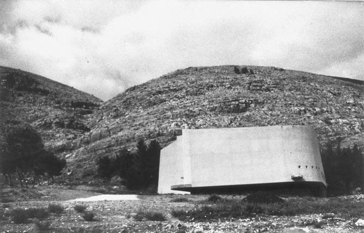 בית תרבות ע''ש צבי דר, קיבוץ חפציבה, בתכנון זיוה ארמוני, שנות ה-60. בניין מוצלח על צלע הר (עיזבון זיוה ארמוני באדיבות אאי)