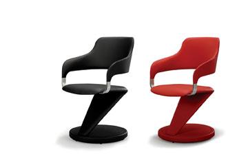כסאות מיקרופייבר מחומרים ממוחזרים, שנראים כמו עור. 4,900 שקלים, ellita living (צילום: לימיטלס)