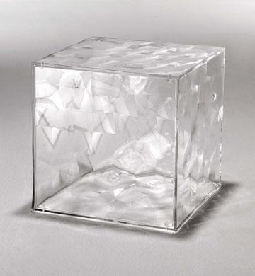 פלסטיק שנראה כמו זכוכית מלוטשת. 950 שקלים, הביטאט (צילום: באדיבות הביטאט )