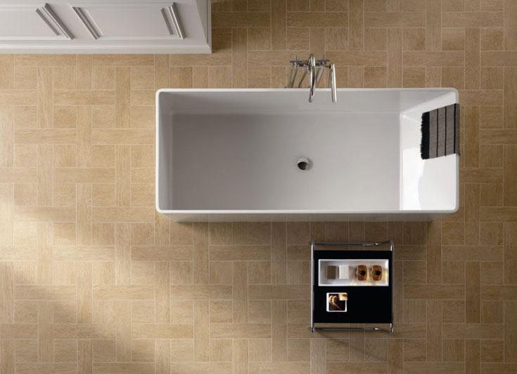 קרמיקה שהתחפשה לפרקט - הרבה יותר מעשית בחדר האמבטיה. חזי בנק (צילום: hezibank)