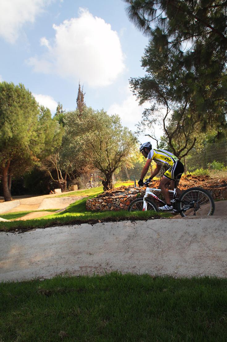 המתחם מיועד לשיפור רמת הרכיבה, ומתאים לכל מי שברשותו אופניים וקסדה (צילום: אמית הרמן)