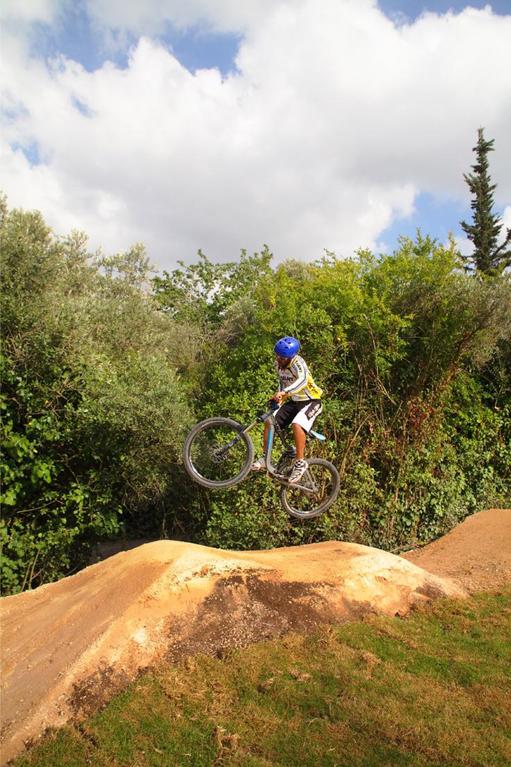 מסלול הפאמפטרק ביער שגב. הרוכב צובר תאוצה לפני ההתחלה ולא משתמש בדוושות לאורך המסלול (צילום: אמית הרמן)