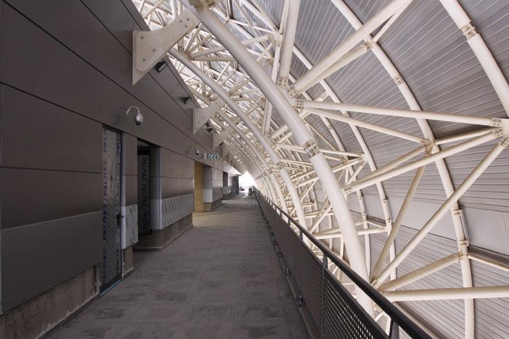 בקצה העליון של הטריבונות מגיעים לחדרי ה-VIP, שמאפשרים לשכור אותם בלי קשר למשחקים, והם יהיו פתוחים כל השבוע (צילום: עידו ארז )