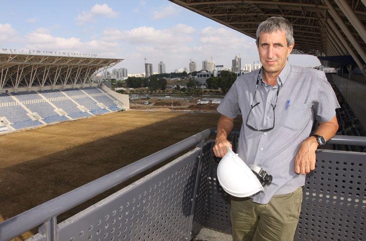 מהנדס החברה לפיתוח פתח תקוה, דני גוטמן: ''מקווים שנצליח לנצל את האצטדיון בצורה מקסימלית'' (צילום: עידו ארז )