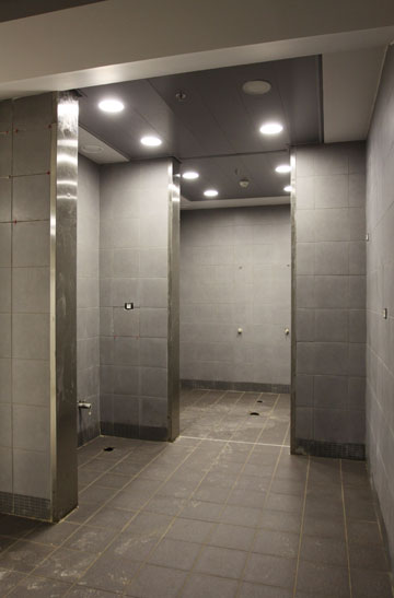 שירותים ומקלחות לפני השימוש הראשון (צילום: עידו ארז )