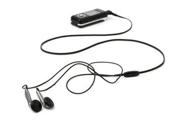 נגן MP3 ואוזניות. שניים מעשרות אלפי פריטים בחנות (צילום: shutterstock)
