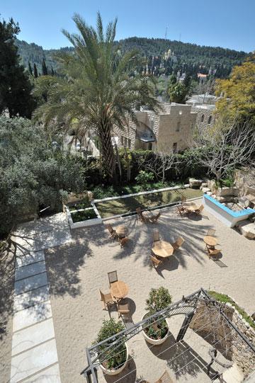 מבט מהגג אל הגינה (צילום: יובל יוסף)