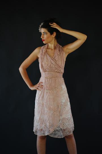 השמלה המודולארית של מיצי סימון. ''יש לה פופולריות גם אצל נשים גדולות יותר'' (צילום: דניאל צ'צ'יק)