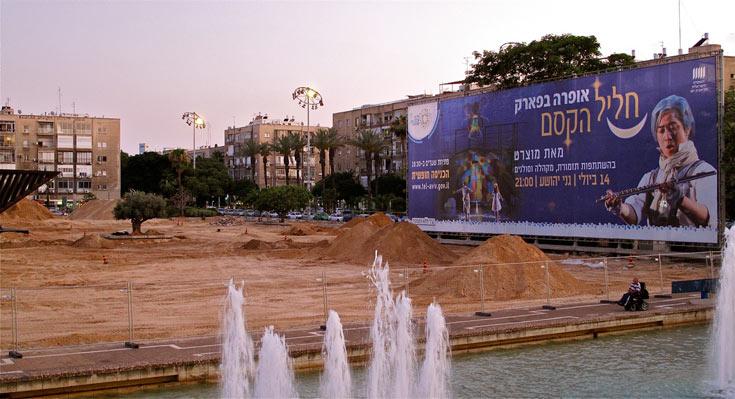 כשיקפצו למים בפעם הבאה שמכבי תיקח אליפות, או שישראל תזכה באירוויזיון, יצטרכו לחצות את דק העץ שיוצב כאן (צילום: איתי סיקולסקי)