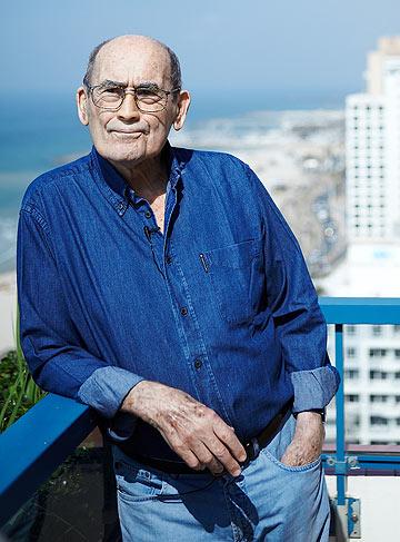 אברהם יסקי, אחד משני אדריכלי הכיכר, חושב שהיא ''פשיסטית. מגרש מסדרים שומם רוב ימות השנה'' (צילום: נקיטה פבלוב)