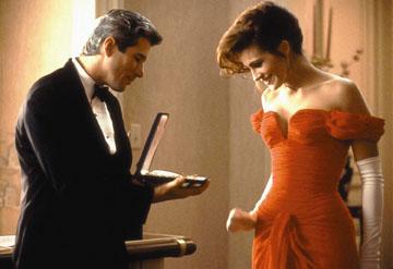 """לא שמרה. עם השמלה האדומה ב""""אשה יפה"""""""